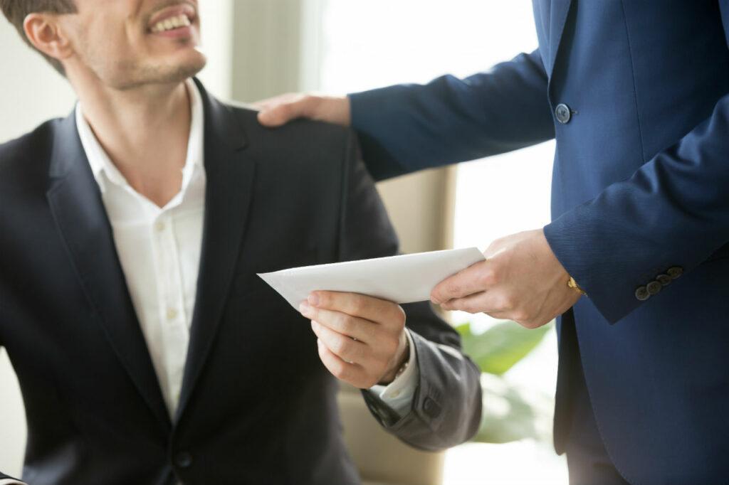 Selon l'enquête de Mercer, seulement 18,5 % des entreprises interrogées ont fait le choix de complètement geler leurs salaires en 2021.  © Adobe Stock