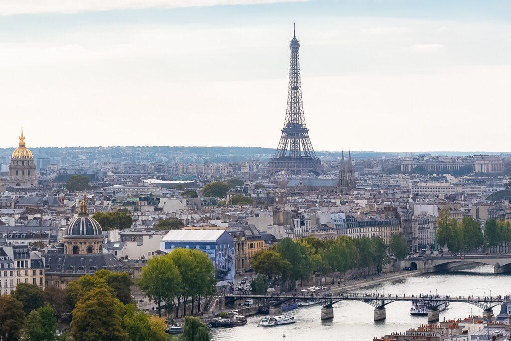 43 % des ruptures de contrat envisagées depuis mars 2020 émanent de la région parisienne. © Adobe Stock