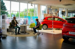 Les distributeurs touchés de plein fouet par la crise des semi-conducteurs