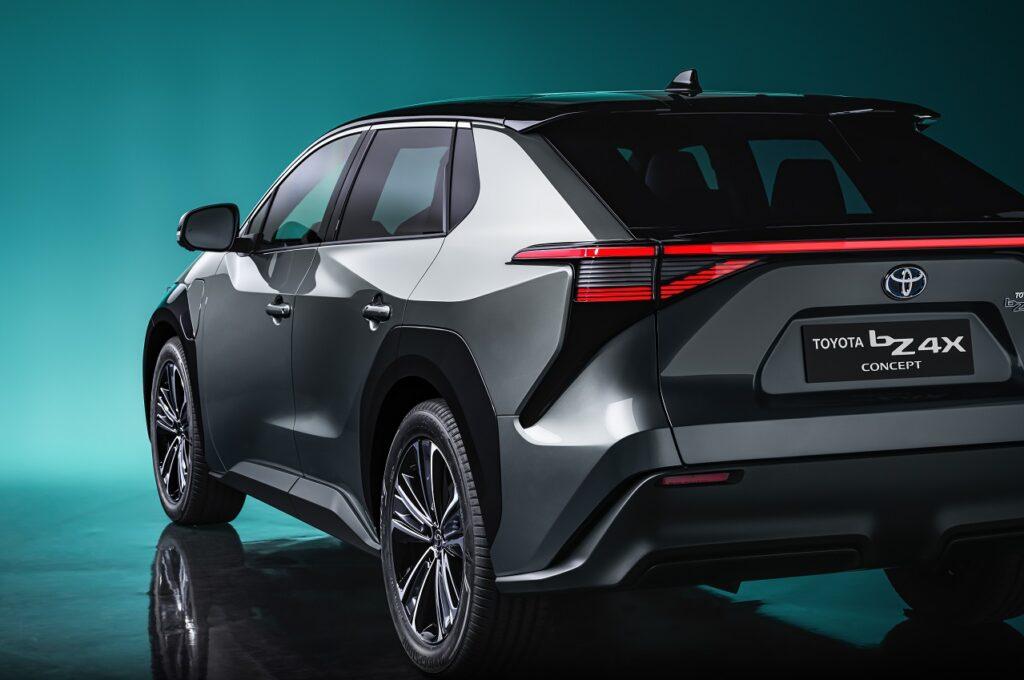 Le bZ4X sera le premier modèle particulier 100 % électrique de Toyota, commercialisé à partir de mi-2022.