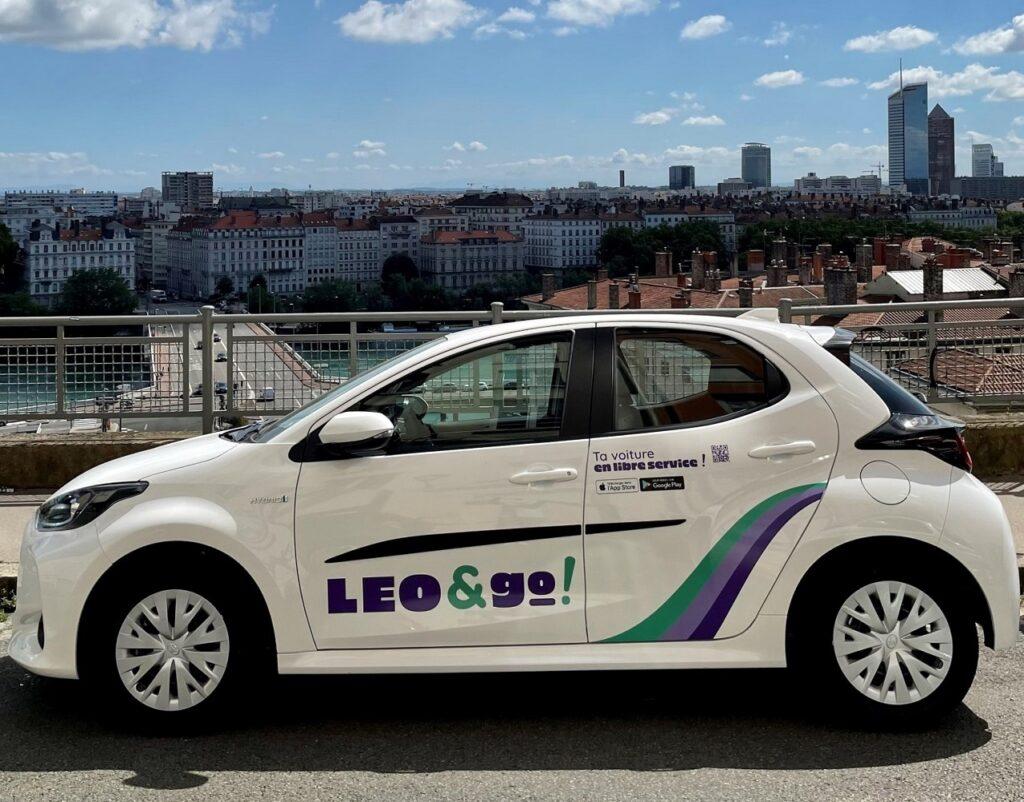 Toyota et Vulog mettent 200 Yaris à disposition pour le service d'autopartage Leo&Go à Lyon.