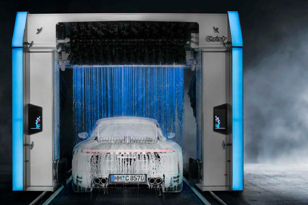 Doté du fameux rideau de mousse comme les autres portiques de la gamme Christ, le nouvel Alpha fait la part belle au design et à l'aluminium.