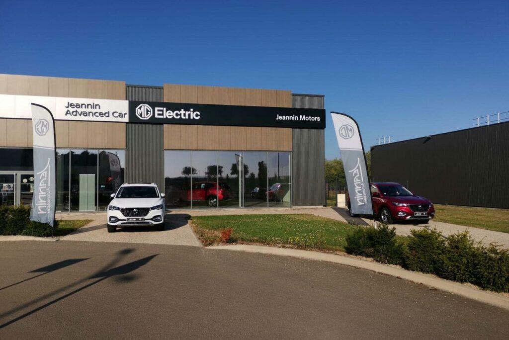 Les deux concessions MG Motor partagent l'espace avec Nissan.