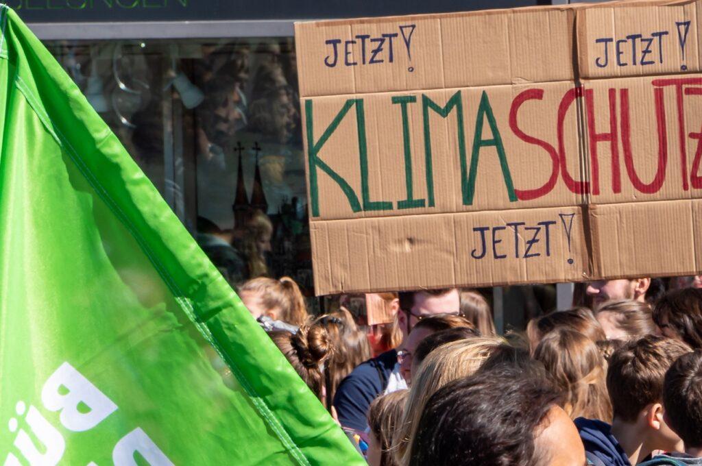 L'ONG environnementale DUH a déposé une plainte contre BMW et Mercedes pour violation  du droit fondamental à la protection du climat.