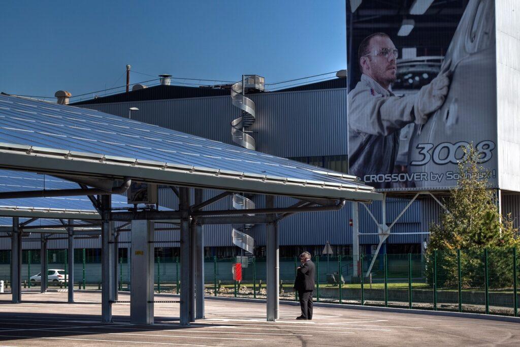 En 2010, le site de Sochaux avait déjà accueilli 4 800 panneaux photovoltaïques. © Daniel Novak – Stellantis.