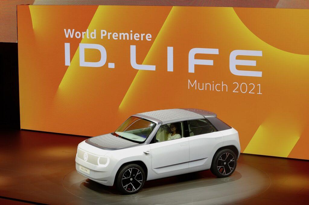Le concept Volkswagen  ID. Life préfigurant la citadine 100 % électrique lancée en 2025.