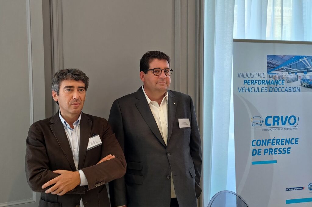 Olivier Fernandes, directeur général de BCAuto Enchères, et Hervé Miralles, président d'Emil Frey France.