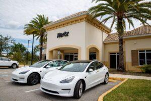 Hertz va proposer 50 000 Tesla aux chauffeurs Uber