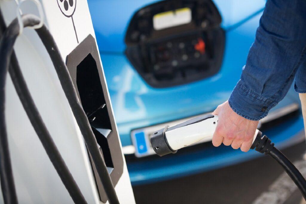 Pour la première fois, le nombre de véhicules vendus émettant moins de 95 g/km de CO2 ont dépassé le nombre de véhicules émettant plus de 130 g/km de CO2.