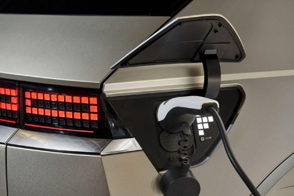 Selon une étude de Qualimetrie, le réseau Hyundai (ici une Ioniq 5) sait écouter ses clients pour les orienter vers le véhicule électrique si nécessaire.