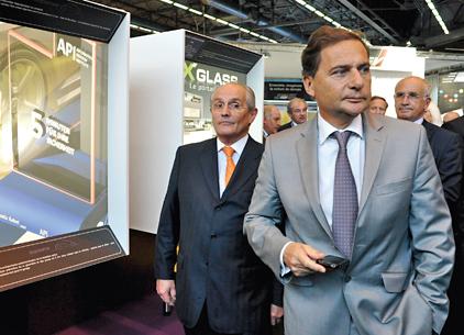 Comme il se doit, le Ministre de l'Industrie, Eric Besson, a inauguré le salon, guidé par Claude Cham, président d'Equip Auto, de la Fiev, et de la Plateforme Automobile. Ils se sont arrêtés sur de nombreux stands, Valeo, Delphi, NTN-SNR, Schaeffler, etc.