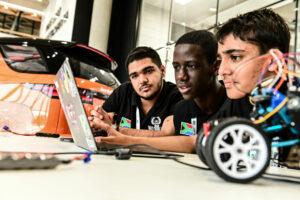 Land Rover challenge les futurs ingénieurs