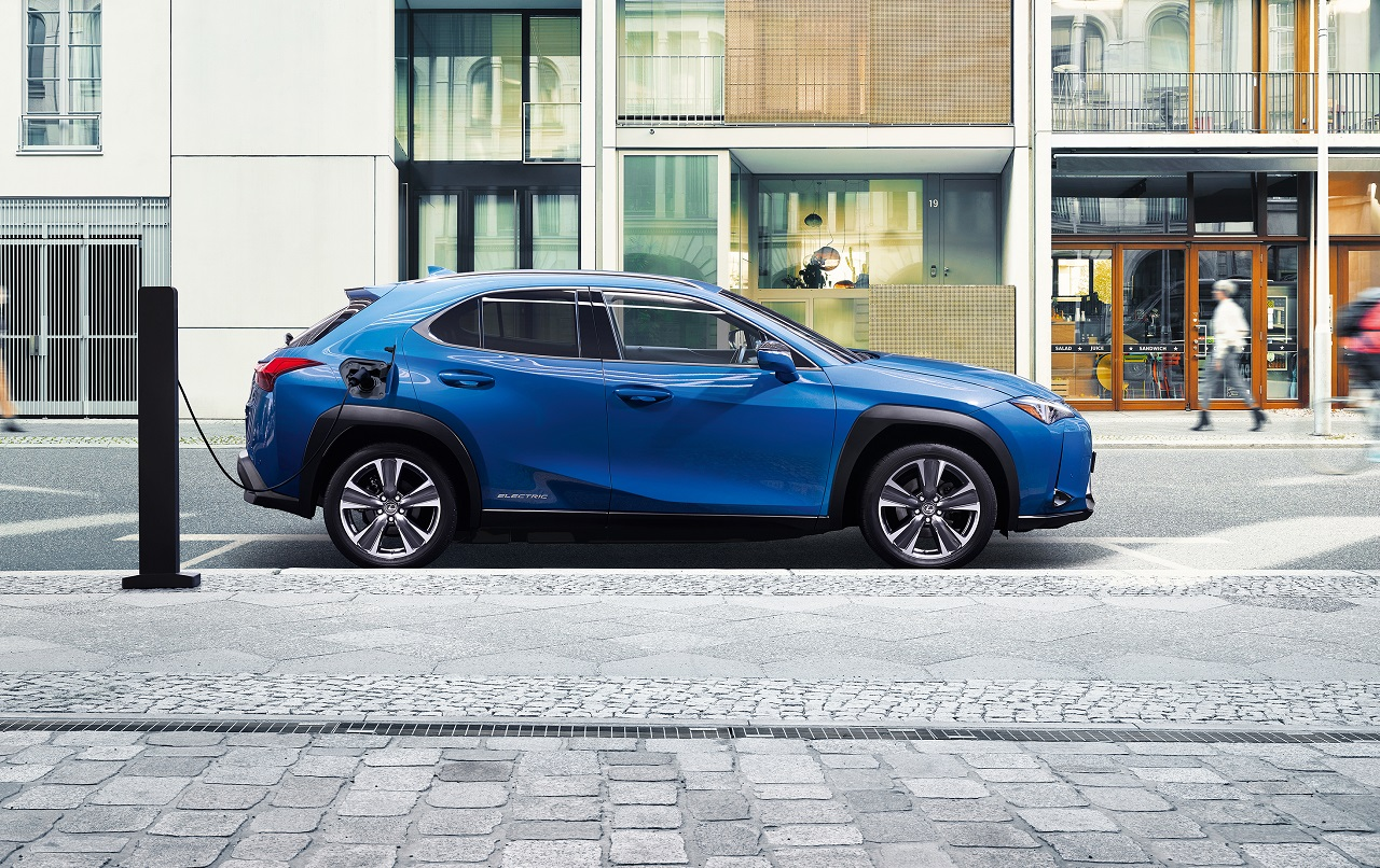 Lexus lance son offensive électrique avec l'UX 300e