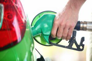 Les prix à la pompe continuent de reculer