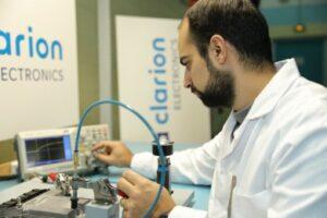 Renault choisit Faurecia pour son offre de réparation de pièces électroniques