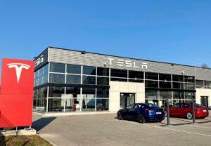 Tesla ouvre les portes de trois nouveaux centres en France