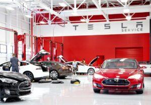 Tesla contraint d'ouvrir son après-vente à la concurrence