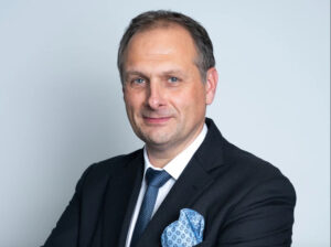 Christophe Prevost succède à Guillaume Couzy au commerce de Peugeot France