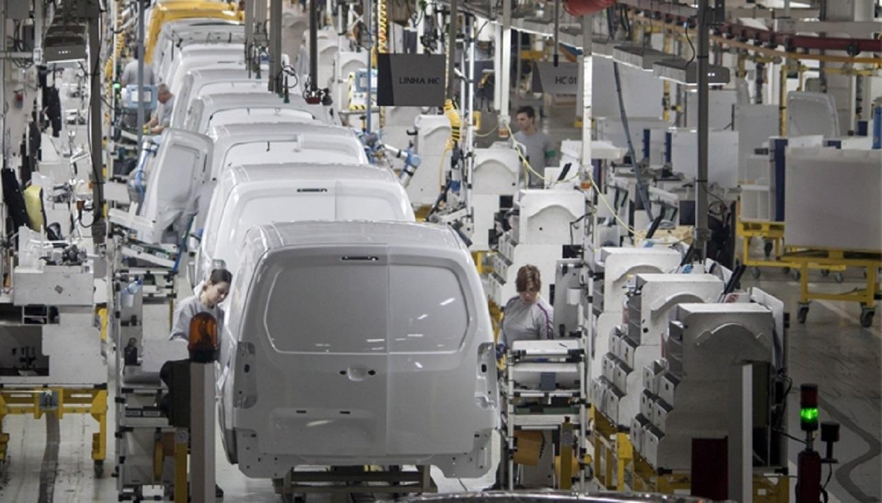 Semi-conducteurs : la production des utilitaires et poids lourds n'est pas épargnée