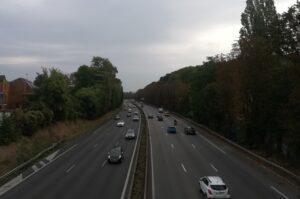 Près de la moitié des Français réduisent leurs déplacements en voiture