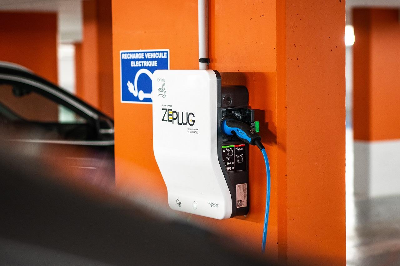 LeasePlan en partenariat avec Zeplug et ChargeGuru pour simplifier la recharge des véhicules électriques