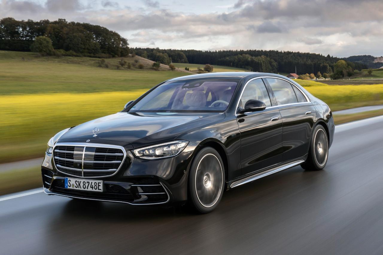 Mercedes anticipe une baisse de ses ventes en 2021