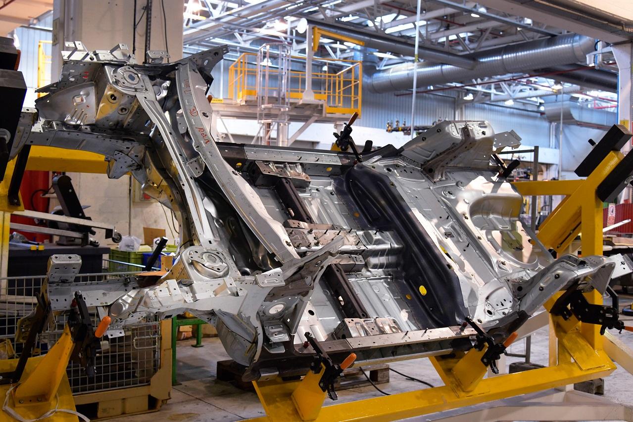 Face aux pénuries, la production automobile britannique bat de l'aile