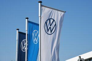 Volkswagen réalise un semestre record mais s'inquiète de la pénurie de puces